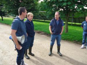 Steanbow Farm. Melkveebedrijf telt 600 koeien en 4 takken: vleeskippen, loonwerk en een festival. Glastenbury festival is het grootste festival van het Verenigd Koninkrijk. De ene helft van het festival vindt plaats op het land (200ha) van het melkveebedrijf en de andere helft op het land van de buurman. Die laatste is ook de organisator van het festival. Iedere dag zijn er +/- 200 000 festivalgangers.